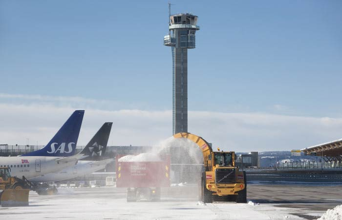Heavy Snow Fall in Norway Halts Air Traffic and Transportation